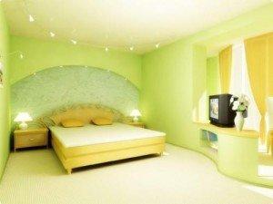 Как красиво наклеить обои в спальне – продумываем гамму
