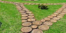 Фото - Садовая дорожка из спилов дерева