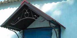 Козырек над дверью – многовариантная конструкция