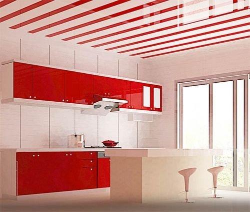 Потолок на кухне из панелей пвх