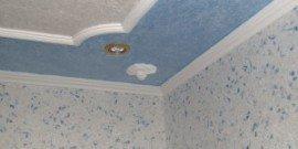 Как клеить плинтуса на потолок – практические советы