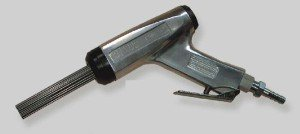 На фото - пневматический клепальный молоток, vanguard-tools.com