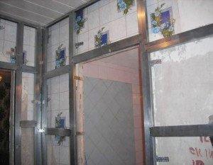 На фото - каркас для стеновых панелей из горизонтального профиля, mirsovetov.ru