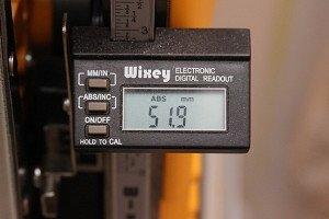 На фото - переключатель для регулировки настройки высоты стола рейсмуса, alex946.ru