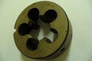 Фото левой плашки для нарезки метрической резьбы, instrument-43.ru