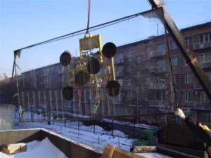 Фото переноса стекла вакуумными присосками, promalp.ru