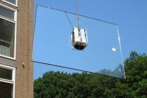 Фото подъема стекла с помощью присоски, glassboy.ru