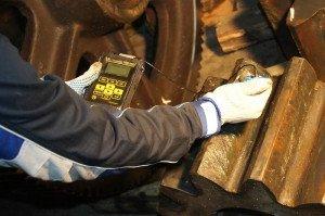 На фото - визуально-измерительный контроль и твердометрия металлов, sibir-service.ru
