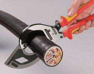 На фото - кусачки для высоковольтного кабеля, easyengineering.ro