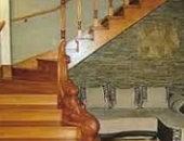 Фото - Деревянная поворотная лестница – решение для маленького помещения!