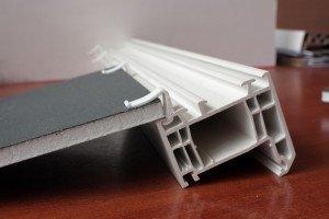 На фото - F-профиль для монтажа сендвич-панелей на окна, bee-plast.ru