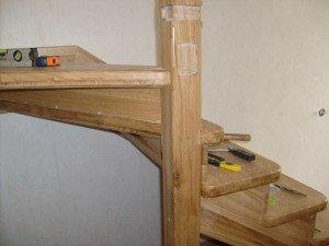 На фото - как сделать своими руками поворотную лестницу, beststairs.at.ua