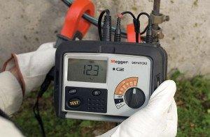 На фото - тестирование безопасности электрического кабеля, electropergam.ru