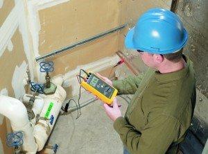 На фото - метод измерения сопротивления напряжения без включения вспомогательных измерительных электродов, dehn-international.com