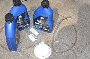 Заправляем инструмент – как залить масло в домкрат?