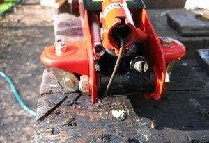 Заправляем инструмент – как залить масло в домкрат? фото