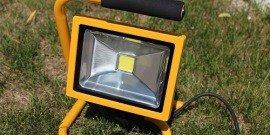 Переносная лампа для автосервиса