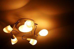 На фото - лампы для освещения квартир, ruredwoodmebel.ru