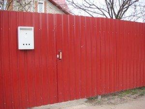 Фото ворот в заборе из профнастила, vseobustroim.ru