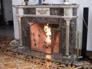 Чем хороши электрокамины с 3D эффектом живого пламени?