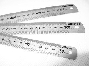 На фото - металлическая линейка 500 мм, toolcomp.ru