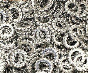 На фото - изготовление зубчатых шайб, ru.aliexpress.com