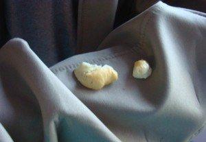 Фото удаления монтажной пены с одежды, stroi-x.com