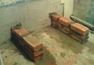 На фото - подготовка к установке ванны, 1-metr.com