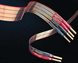 На фото - плоские кабельные провода, ixbt.com