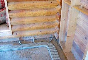 На фото - электропроводка в доме из дерева, srubnbrus.com