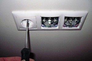Установка выключателей с розетками – начало работы с проводкой