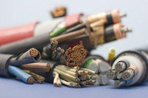 На фото - медные кабели и провода для электропроводки, remstrog.ru