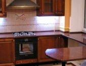 Фото - Столешница-подоконник как дополнительная рабочая поверхность на кухне