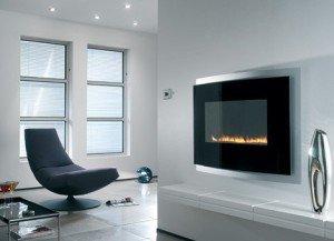 На фото - настенный электрокамин в гостиной, relook.ru