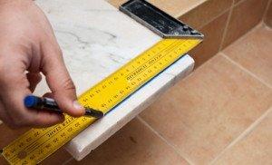 Фото подготовки подоконника из искусственного камня к установке, kniga-stroitelia.ru