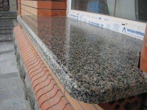 На фото - подоконник из камня гранит, granitdoma.by
