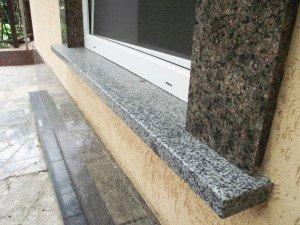 На фото - подоконник из гранита снаружи, granit-master.com.ua