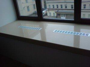 На фото - вентиляционные решетки в подоконнике, second.by