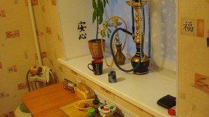 На фото - широкий подоконник на кухне, uhouse.ru