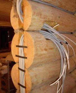 Фото канала для скрытой проводки в деревянном доме, srubnbrus.com