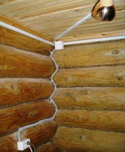 Фото открытой электропроводки в деревянном срубе, srubnbrus.com