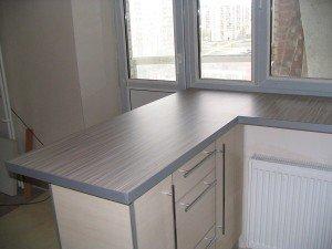 Фото стола-подоконника на кухне, jkuhnya.ru
