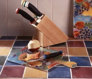 На фото - столешница из керамической плитки, liveinternet.ru