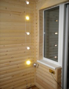 На фото - отделка балкона деревянным блок-хаусом, etsphoto.ru