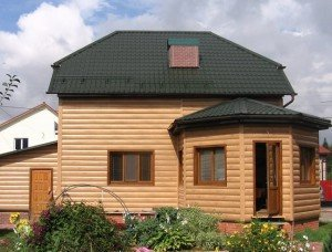 Фото дома с долговечным блок-хаусом из пластика, kakprosto.ru