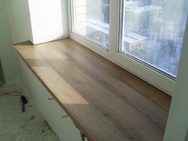 Ремонт балкона крепление столешницы на подоконник балкона..