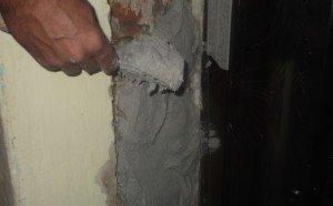 Оштукатуривание дверных откосов: материалы и подготовка