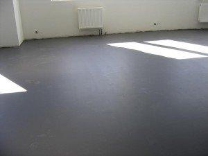На фото - бетонная стяжка под полиуретановые полы, parket.laminat-gid.ru