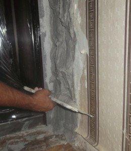 На фото - шпаклевка дверных откосов, rems-info.ru