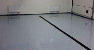 На фото - эпоксидный полиуретановый наливной пол в гараже, stroiki-doma.net